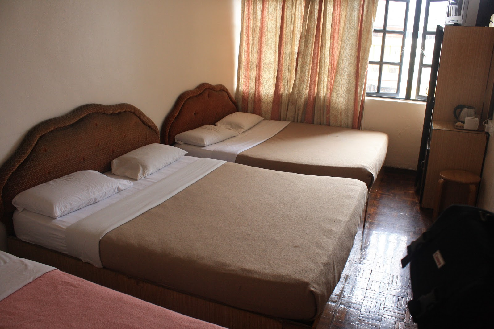 Satu Hotel Chua Gin Ni Rainbow Malam Dekat RM160 Ada Dua Queen Bed Manakala Rupa Dia Macam