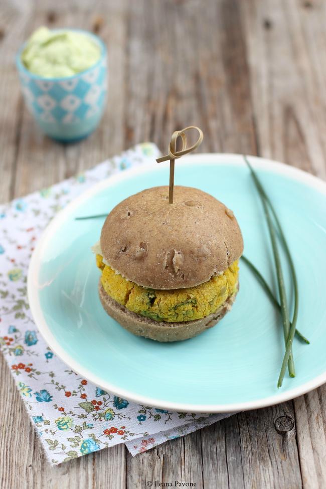 burger vegetale, tutto homemade dal panino alla maionese!