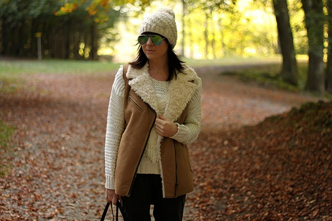outfit-trend-fashionblogger-mango-opus-muetze-bommel-beige-jumpsuit-pullover-zara-hm-flats-silber