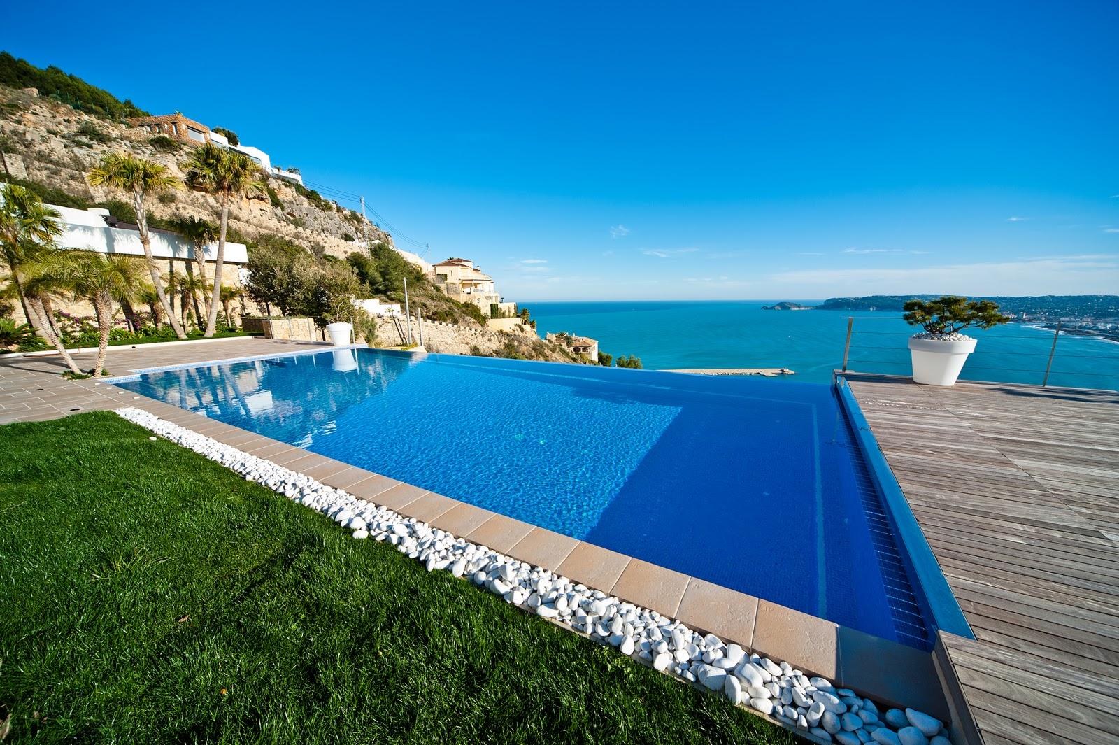 Premio oro aquamar 2011 lucas gunitec for Gunitec piscinas
