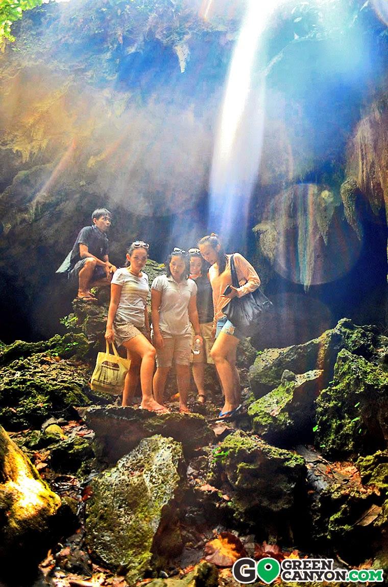 Berpose di Gua Lanang Pangandaran