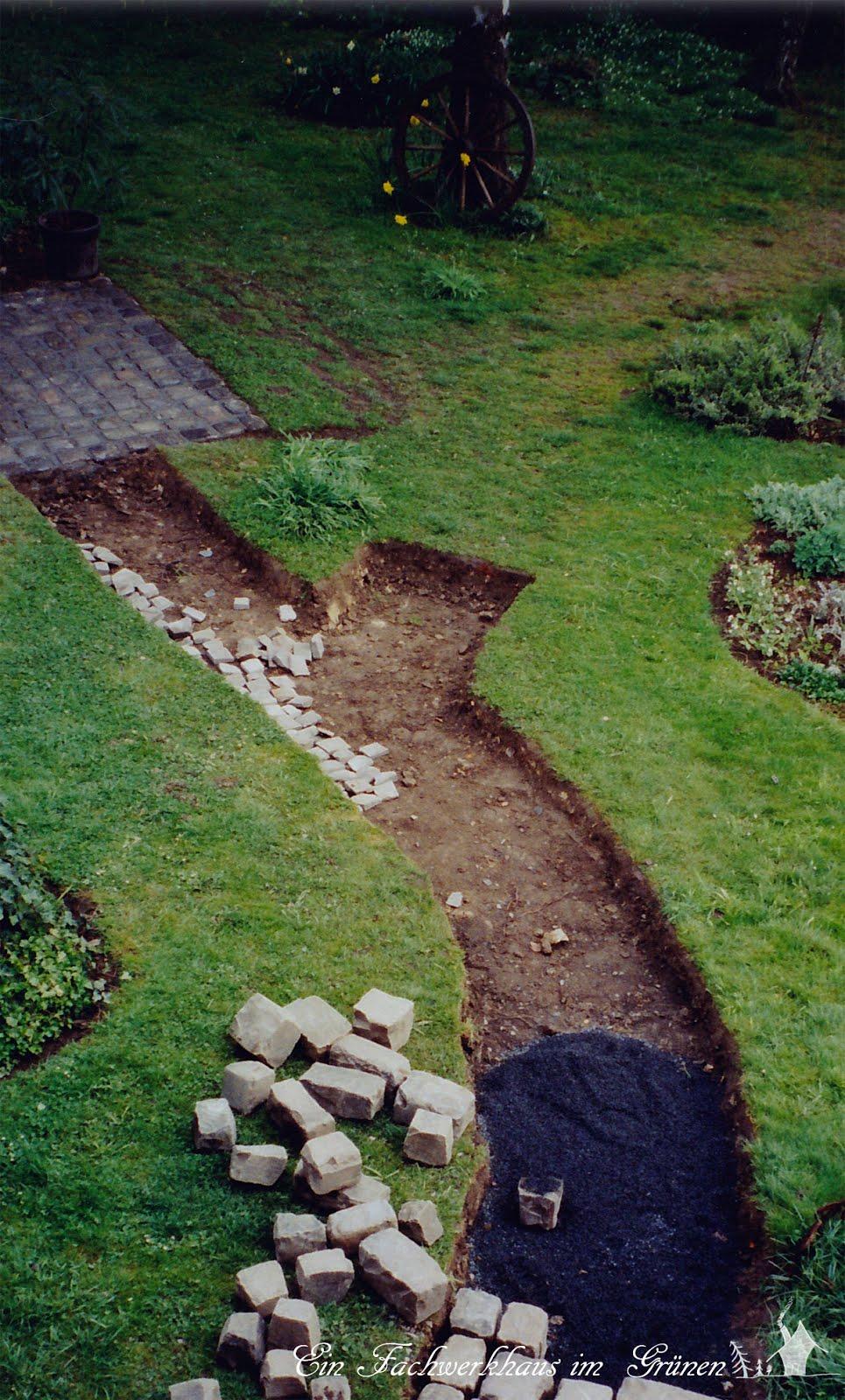 Gartenwege  Gartenwege anlegen | Ein Fachwerkhaus im Grünen