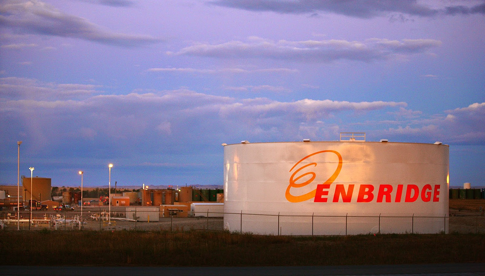 Enbridge plans to increase pipeline shipments of oil from Canada by reversing flow on one of its lines temporarily. File photo of an Enbridge storage facility in North Dakota. (Credit: Matthew Staver, Bloomberg) Click to enlarge.