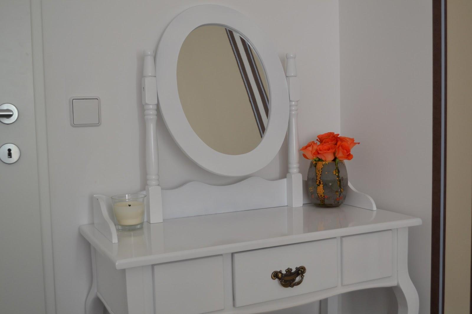 diorella s beauty blog beauty lifestyle blog aus sterreich mein schminktisch. Black Bedroom Furniture Sets. Home Design Ideas