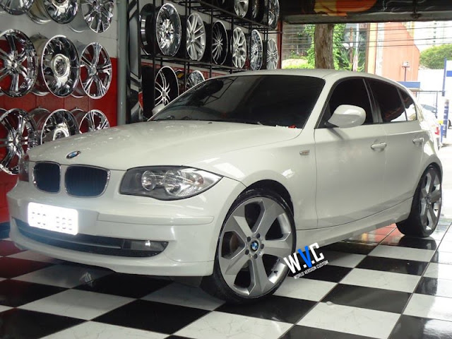 "BMW 120i no estilo com as rodas aro 20"" da BMW X6"