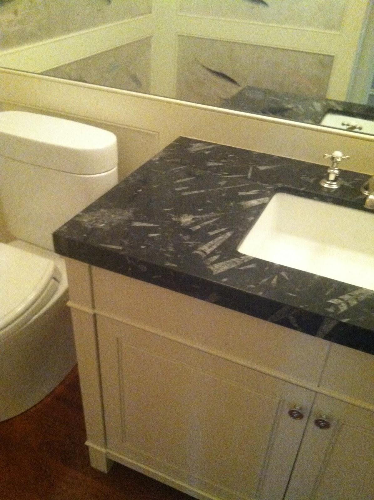 http://3.bp.blogspot.com/-W3tFhQSvLbA/UOb1EyJaRLI/AAAAAAAAQ1w/4xJaWAIORp4/s1600/bathroom%2Bwallpaper.JPG
