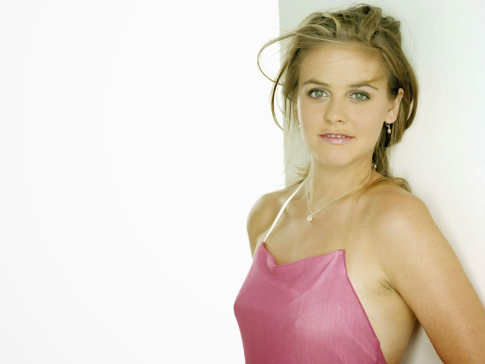 Latest Celebrity Photos Alicia Silverstone Sexy And Hot