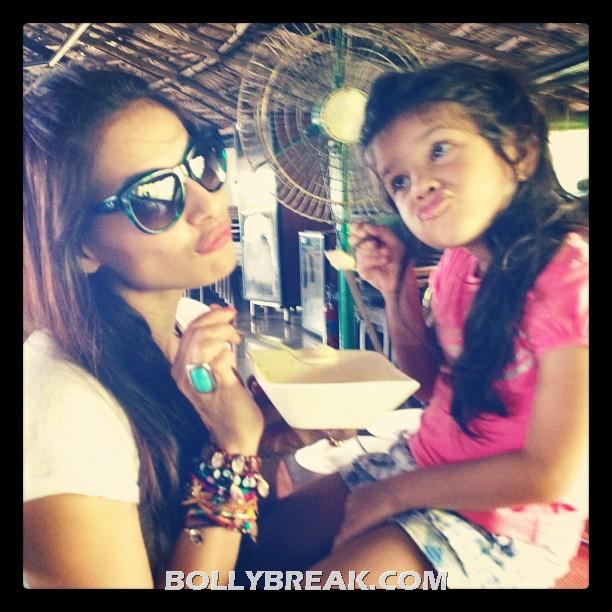 Bipasha basu with her neice - (2) - Bipasha basu Goa Holiday Pics