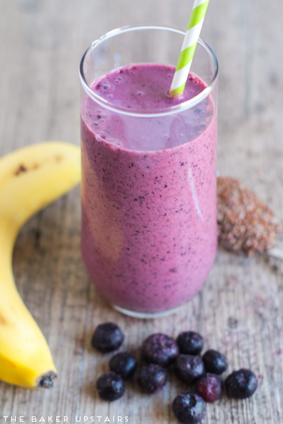 Blueberry pomegranate smoothie - so sweet, tangy, and flavorful!
