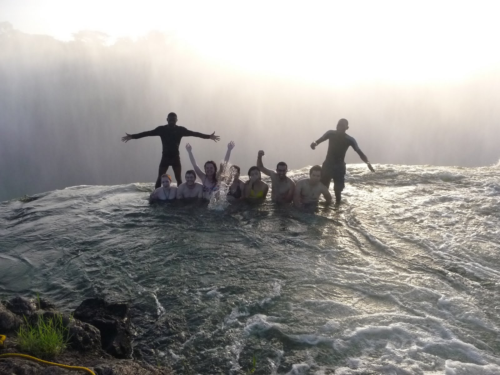 Run gloria run living on the edge in victoria falls for Chutes victoria piscine du diable