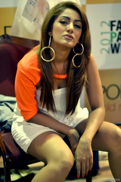 Mathira+hot+(16)