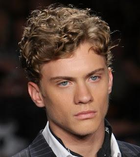 model-rambut-ikal-pria_2114445
