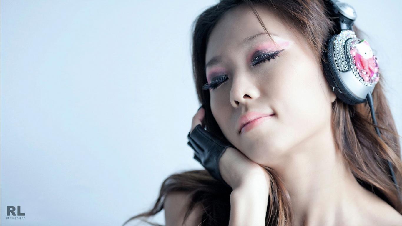 http://3.bp.blogspot.com/-W52eQVtivNQ/T9Ub5p1lK3I/AAAAAAAAArQ/bqBJWxLYbWA/s1600/dj_nikki-1366x768.jpg