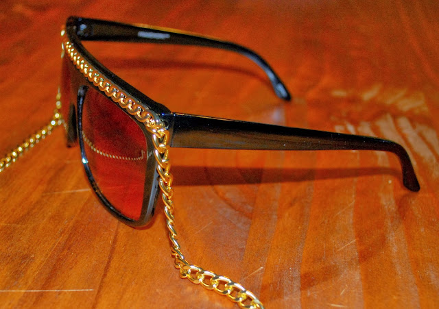 http://www.shopzerouv.com/collections/womens-sunglasses-1/products/oversize-celebrity-inspired-designer-fashion-celebrity-12-chain-sunglasses-8145