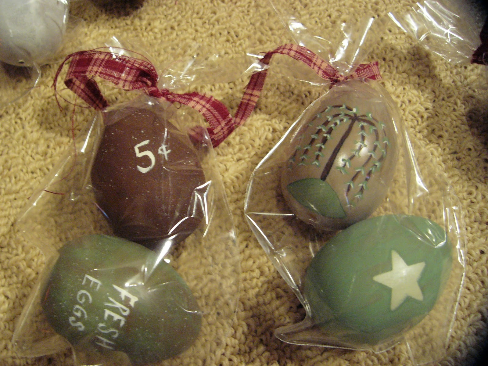 Craft Booth 555 Primitive Easter Eggs