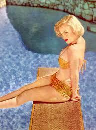 marilyn monroe, bikini vintage, piscina, amarillo