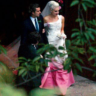 Gwen Stefani marriage Gavin Rossdale wearing white pink colored John Galliano wedding dress