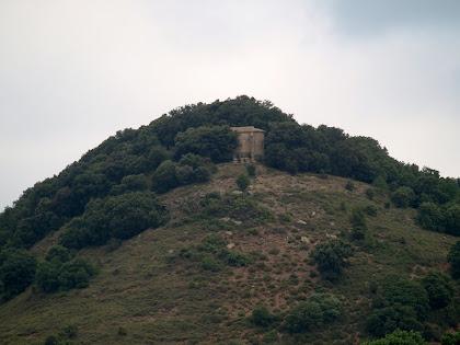 Zoom a Sant Andreu de Clarà des del Pont de les Gitanes
