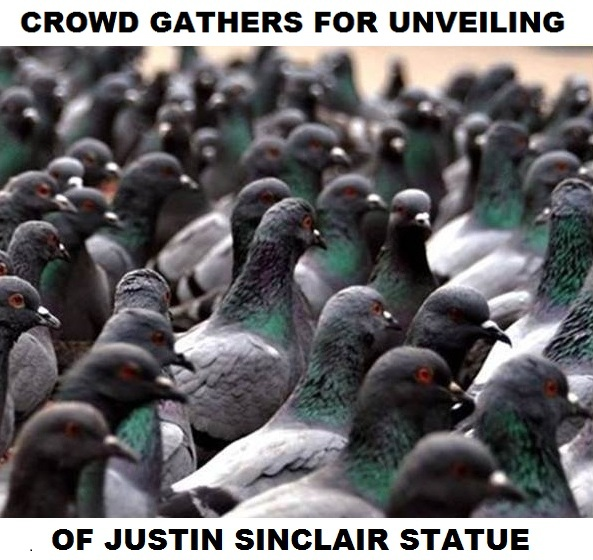 Crowd gathers for the unveiling of the Justin Trudeau statue.