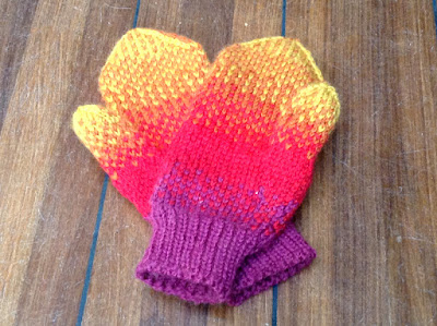 Ręcznie robione rękawiczki wełniane z wzorem żakardowym