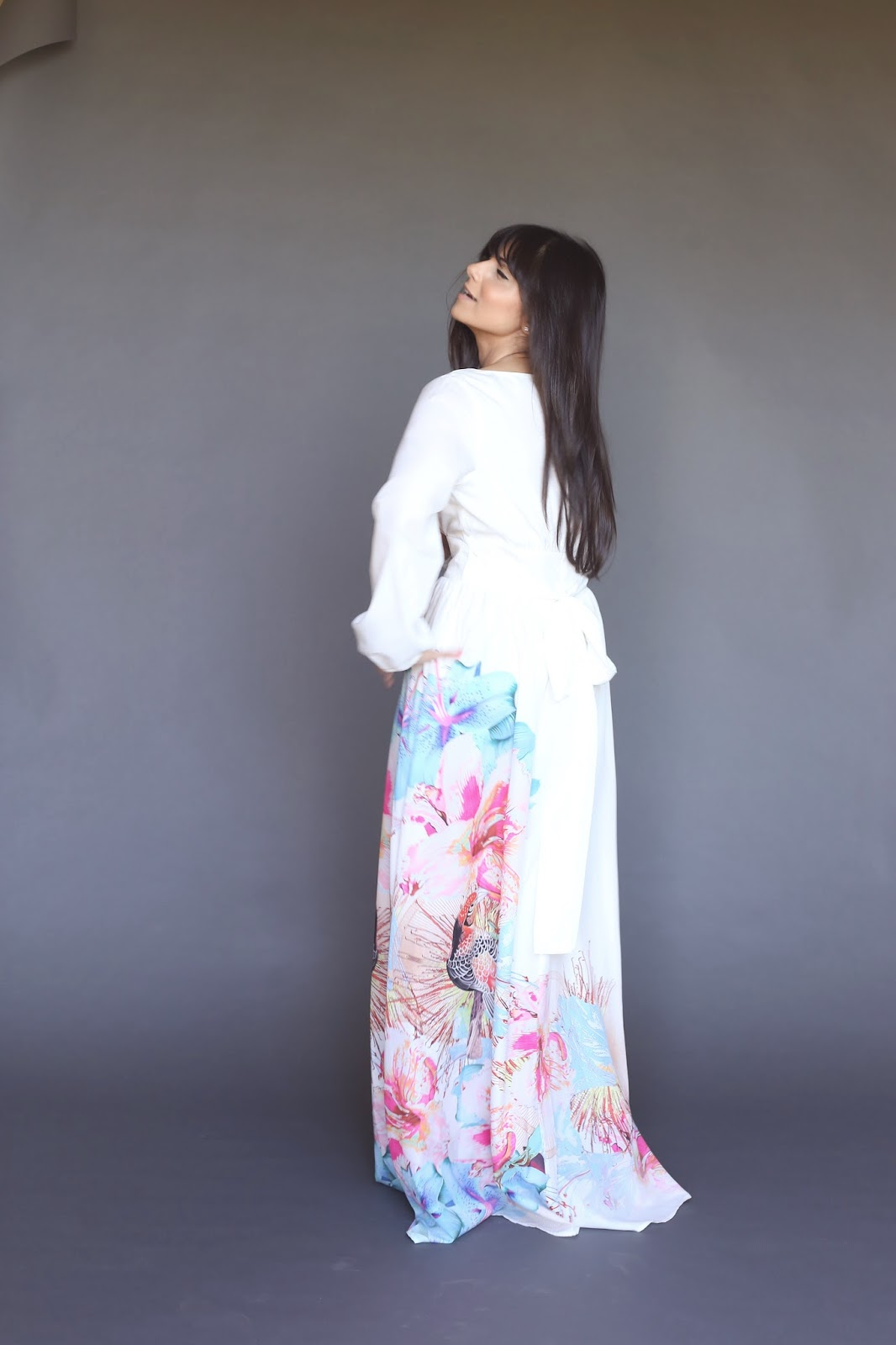 white dress with side colorful bird print long sleeve modest maxi dress hijab tznius fashion style Mode-sty