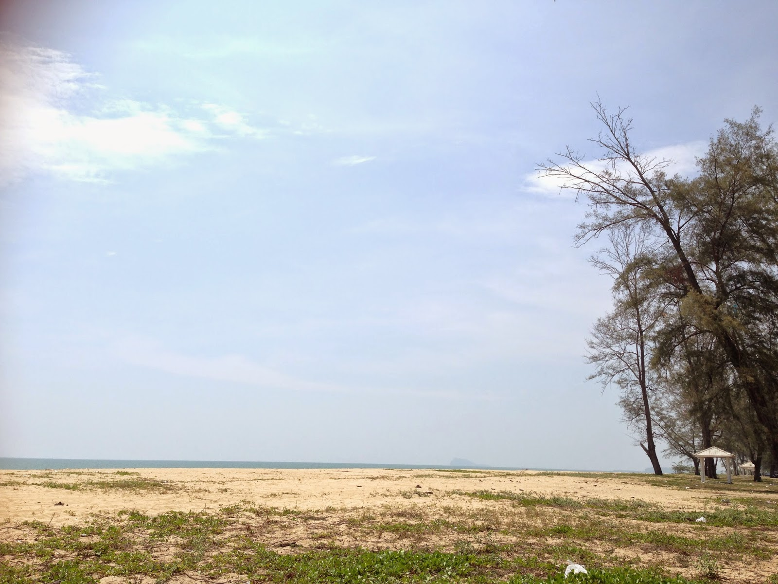 Pantai Bisikan Bayu at noon