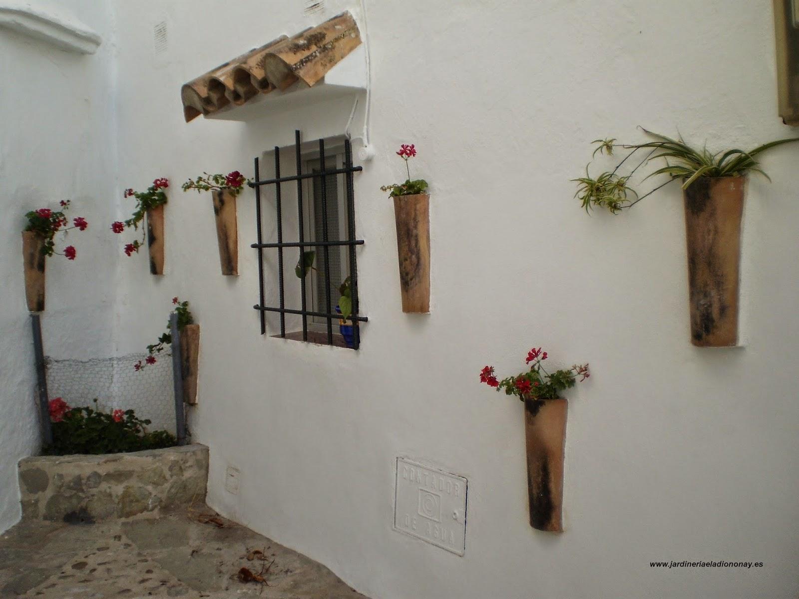 Jardineria eladio nonay tejas a modo de macetas for Paredes focales