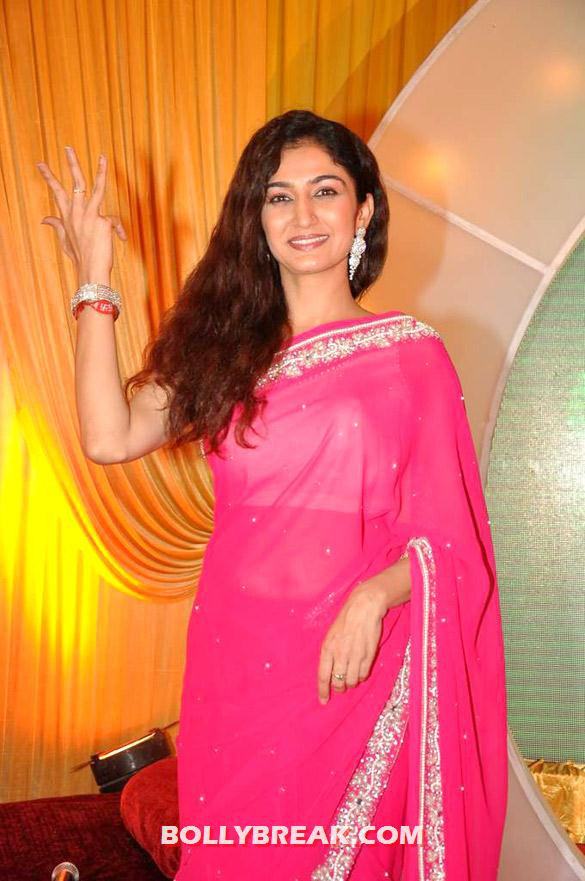 Waah Waah Kya Baat Hai actress in pink saree - (2) - SAB TV launches 'Waah Waah Kya Baat Hai' show