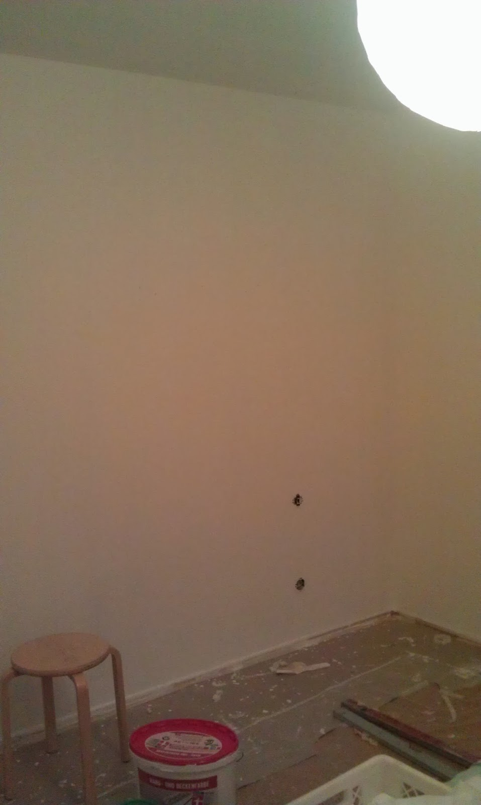 Nach 5 Schichten Weiß Und 5 Stunden, Strahlt Mein Zimmer Endlich In Einem  Strahlenden Weiß! (Fail :D Es War Schon Dunkel Und Deshalb Sieht Man Das ...