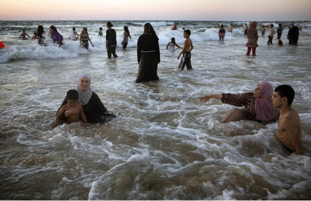 Pro israel bay bloggers palestinians reject bds flock to israeli palestinians reject bds flock to israeli beaches publicscrutiny Image collections