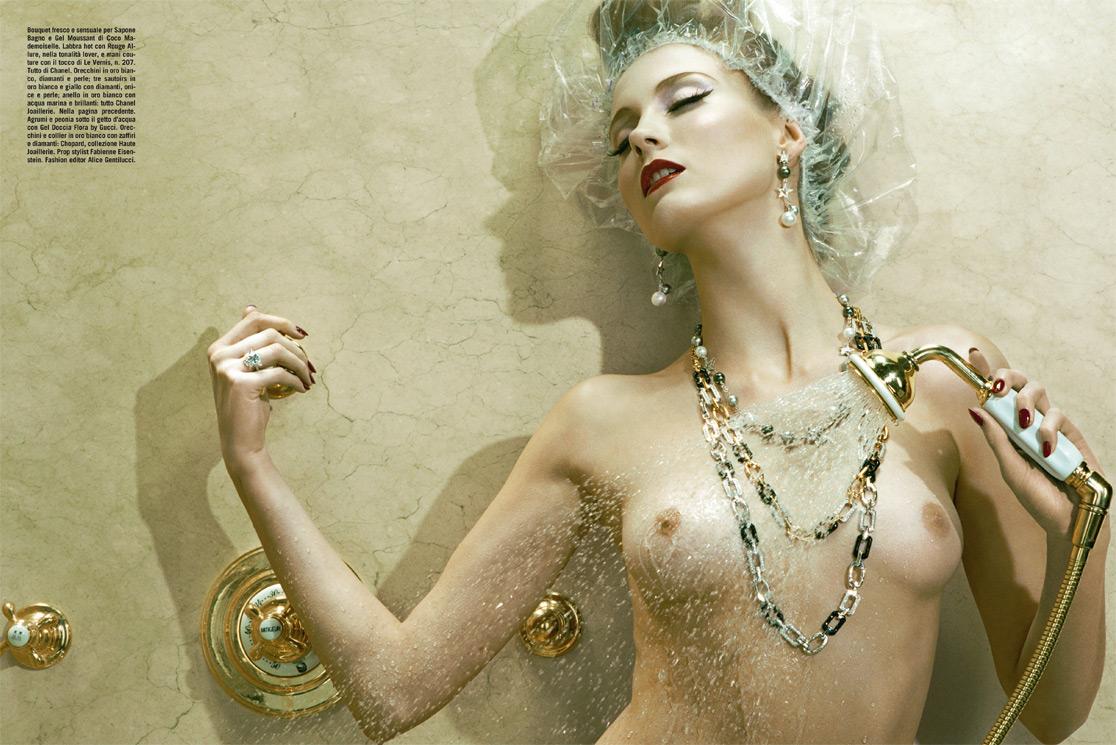 http://3.bp.blogspot.com/-W6vxwMn4ugo/T2iL6T-MOhI/AAAAAAAAJus/XCQeRJoQmrQ/s1600/Miles+Aldridge+%C3%97+Charlotte+Di+Calypso+-+Vogue+Italia+February+2010+-+VOGUE+beauty+-+004.jpg
