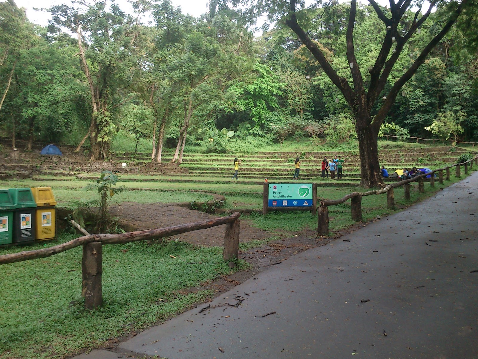 la mesa ecopark quezon city Ecopark is a perfect place for people wanting to just escape the buzz of the city make sure to bring food, picnic mats and swimsuit if you go on a dip (they have a swimmng pool.