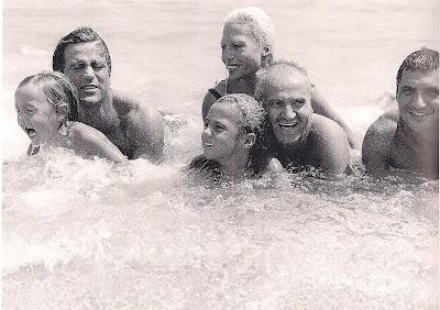 The devoted classicist versace 39 s casa casuarina for Donatella versace beach