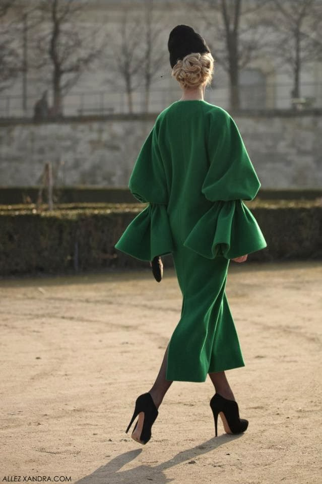 ulyana sergeenko emerald coat, ulyana sergeenko green coat, ulyana sergeenko paris fashion week, green emerald coat, ulyana sergeenko, colorful winter coats