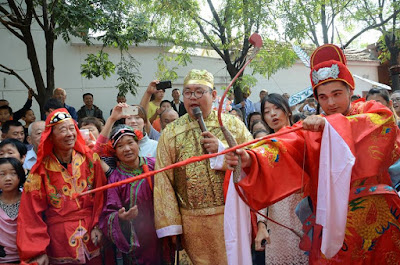 Enjoy how a Chinese traditional wedding is done, click to see More Photos