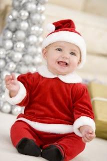 Bayi Lucu Dengan Pakaian Natal