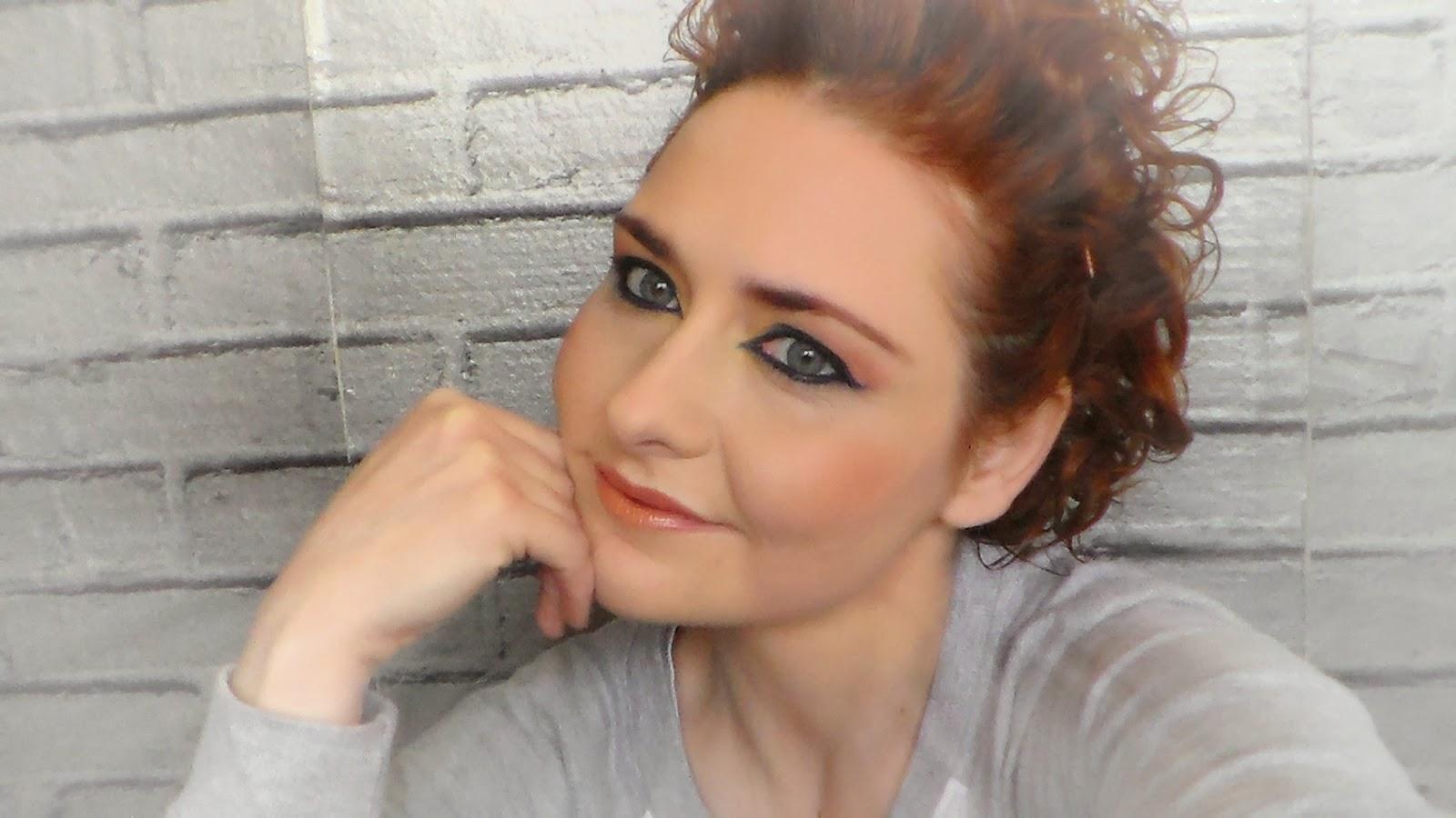 amarillo,azul,blanco,maquillaje noche, makq up,rojo