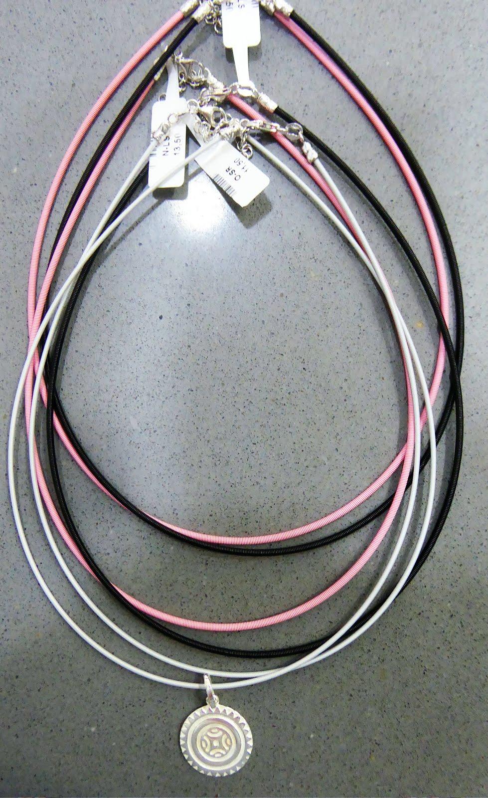 Nuevos cordones de nylon y acero con cierre de plata.