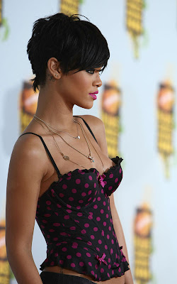 Short+Rihanna+Hairstyle3 Trendy Short Hairstyles for 2012