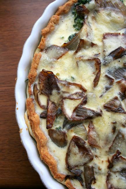 Tarta z karmelizowaną cebulą i szpinakiem