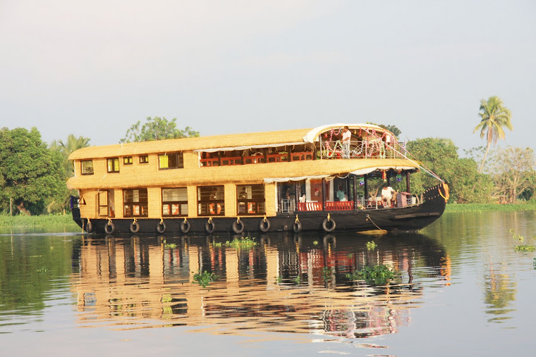 FIVE BEDROOM HOUSEBOAT ALLEPPEY KERALA