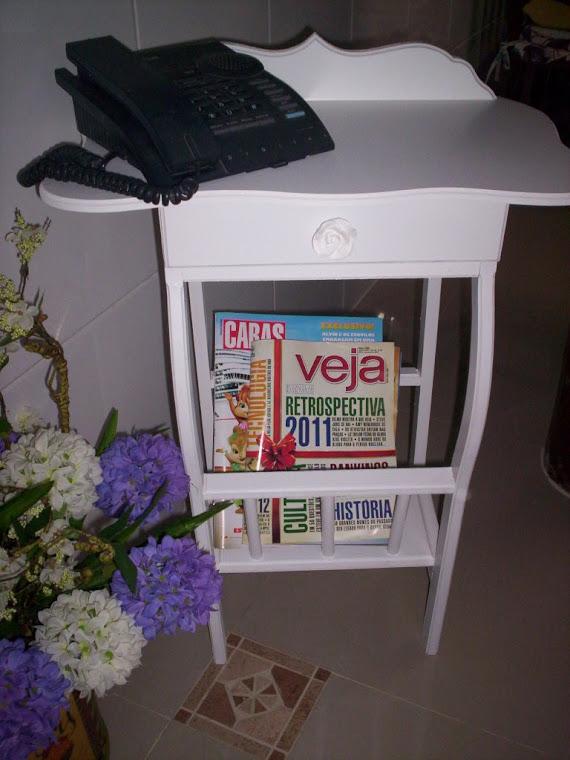 mesinha e porta revisteiro R$ 120,00