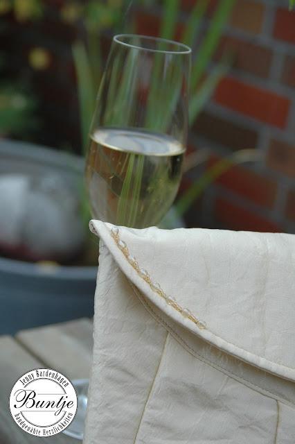 Handtasche Tasche Braut Hochzeit Clutch champagner cremen Perlen handgenäht handmade Buntje Magnetverschluss