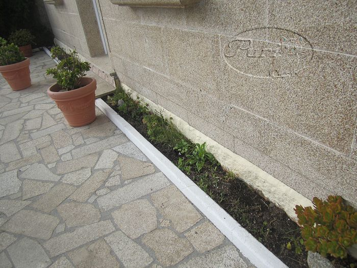 Manualidades puri diaz jardinera de ladrillo caravista - Maceteros de obra ...
