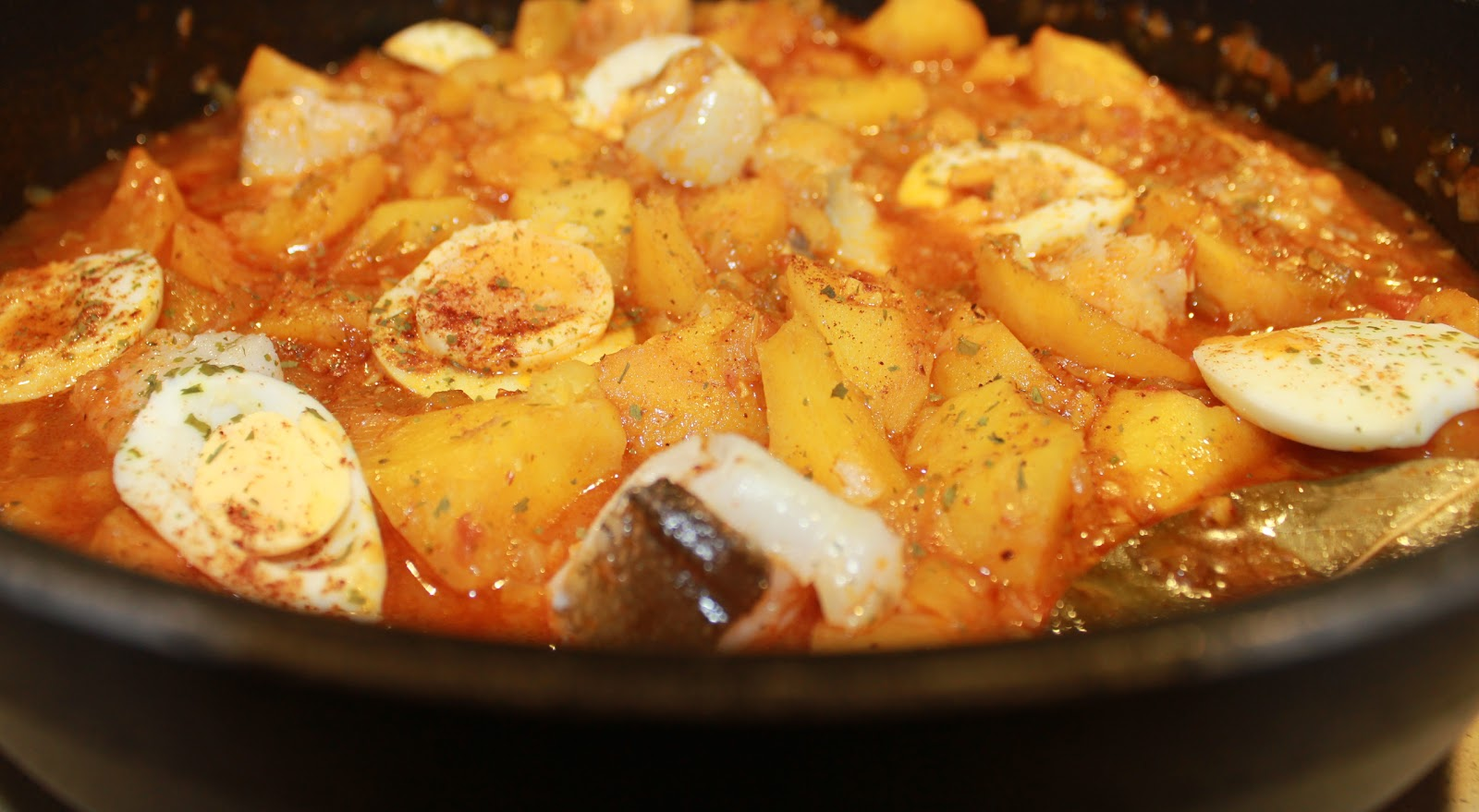 Mi puchero papas con bacalao o como donde comen 2 comen 3 - Bacalao con garbanzos y patatas ...