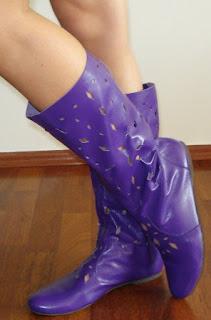 imagine cu cizme de vara mov din piele intoarsa