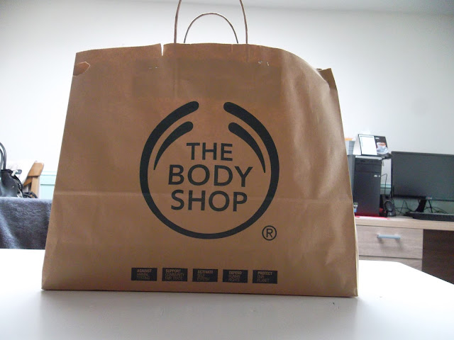 http://www.verodoesthis.be/2015/07/julie-body-shop-verrassingszakken.html