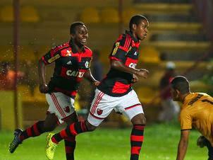 http://3.bp.blogspot.com/-W8jOK4c1YL4/VLeftBxENYI/AAAAAAAAUUA/hSvQDC6dDUI/s320/Flamengo-Taboao-Serra-Marcos-BezerraFutura_LANIMA20150114_0237_49.jpg