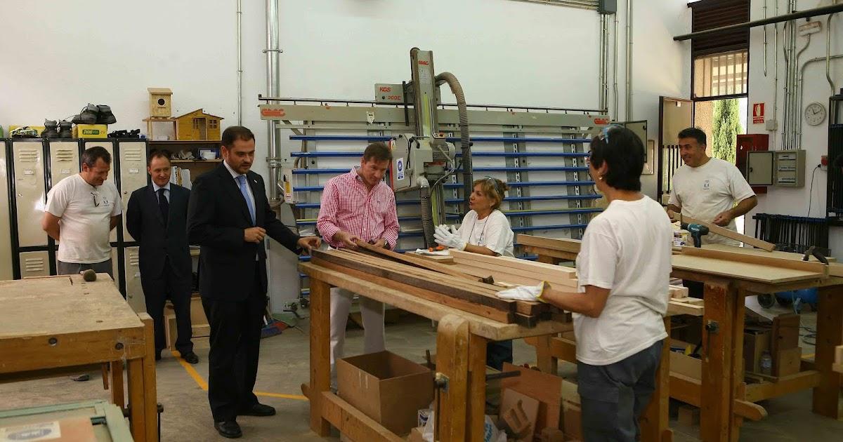 Instalaci n de 30 bancos restaurados por un taller de - Carpinteria leganes ...
