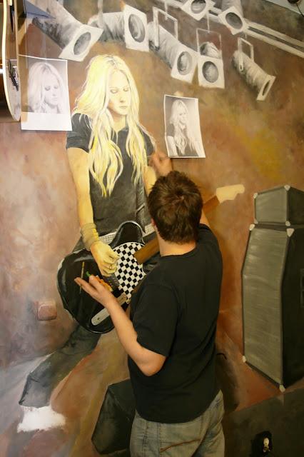Aranżacja lokalu jezzowego, Malarstwo ścienne Avril Lavigne, Warszawa